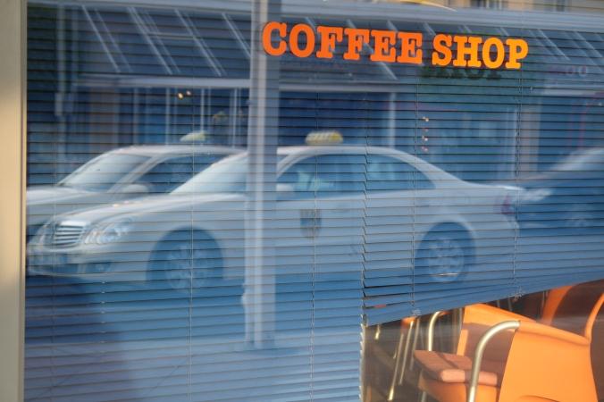 Mona Dee photography coffee